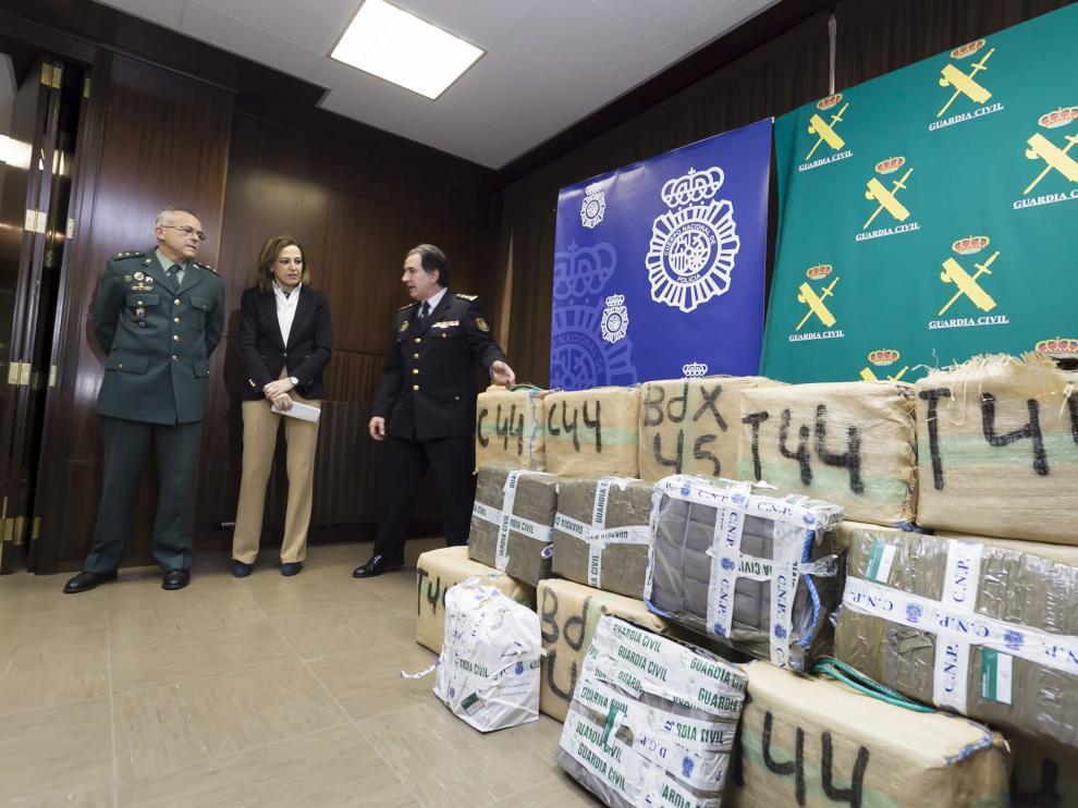 Los fardos con 668 kilos de hachís intervenidos en la operación conjunta de Policía y Guardia Civil.