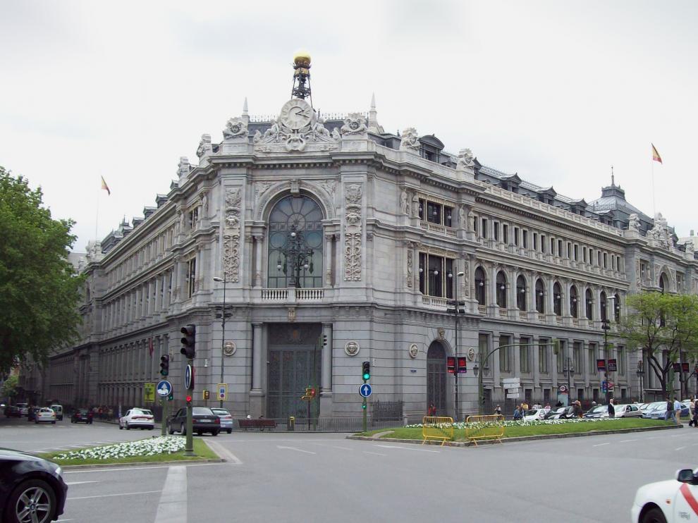 El Banco de España apunta que el endeudamiento nominal ha descendido en términos relativos.