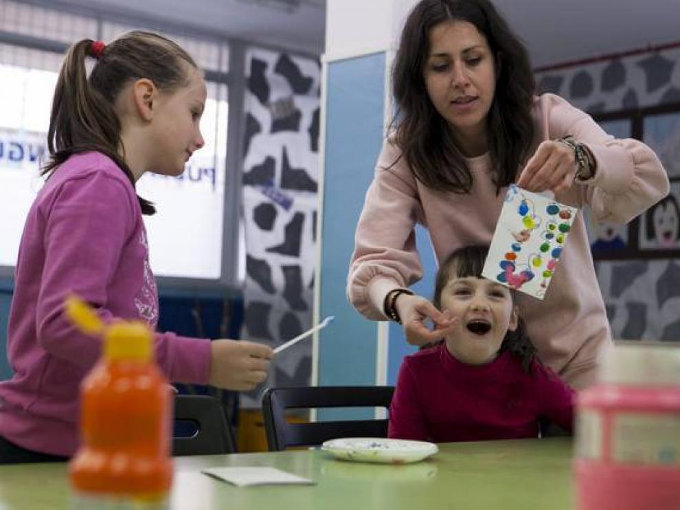 Colonias del programa 'Abierto por vacaciones', las pasadas fiestas de Navidad, en el colegio Ramón Sáinz de Varanda de Zaragoza