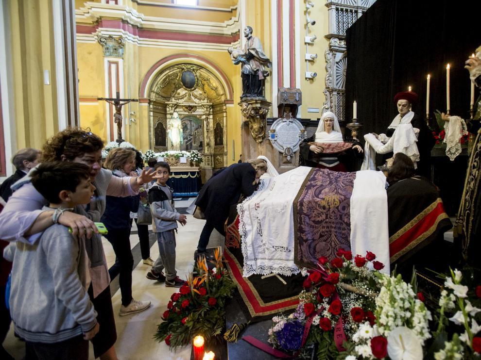 Cada año varía la forma en la que se expone el Sepulcro del Cristo de la Cama.