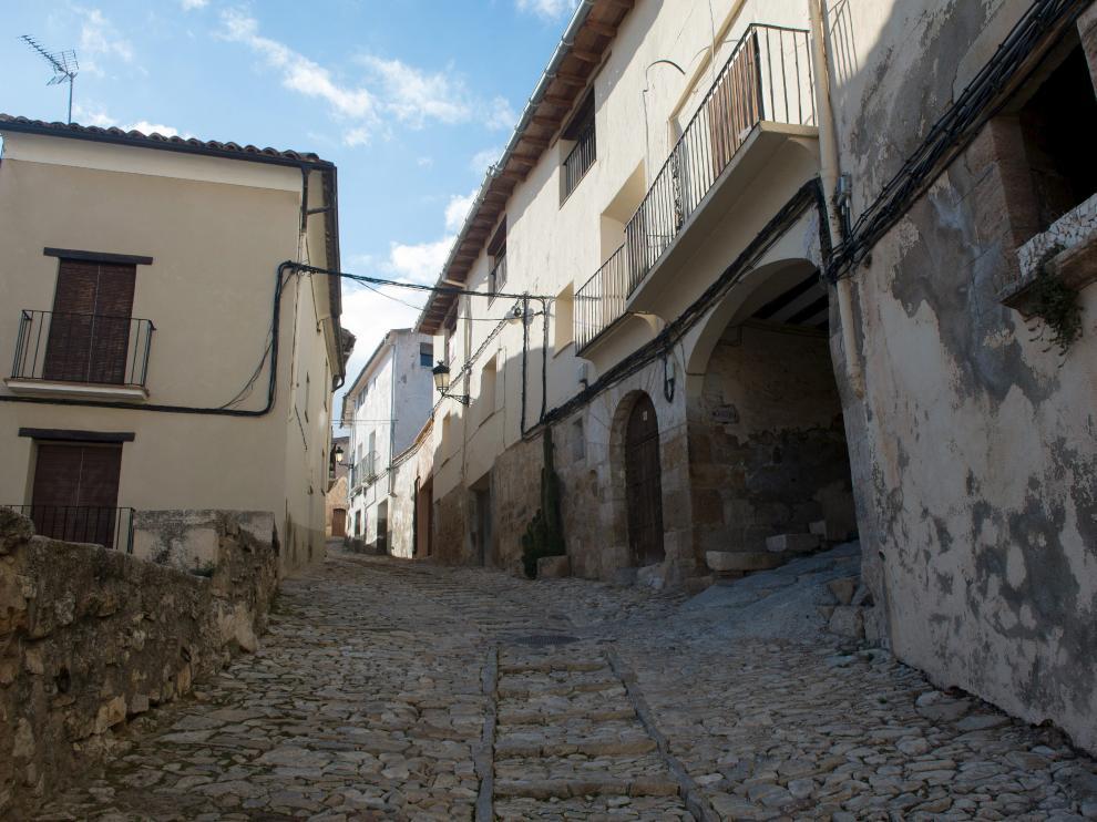 Calle empedrada de Castellote.