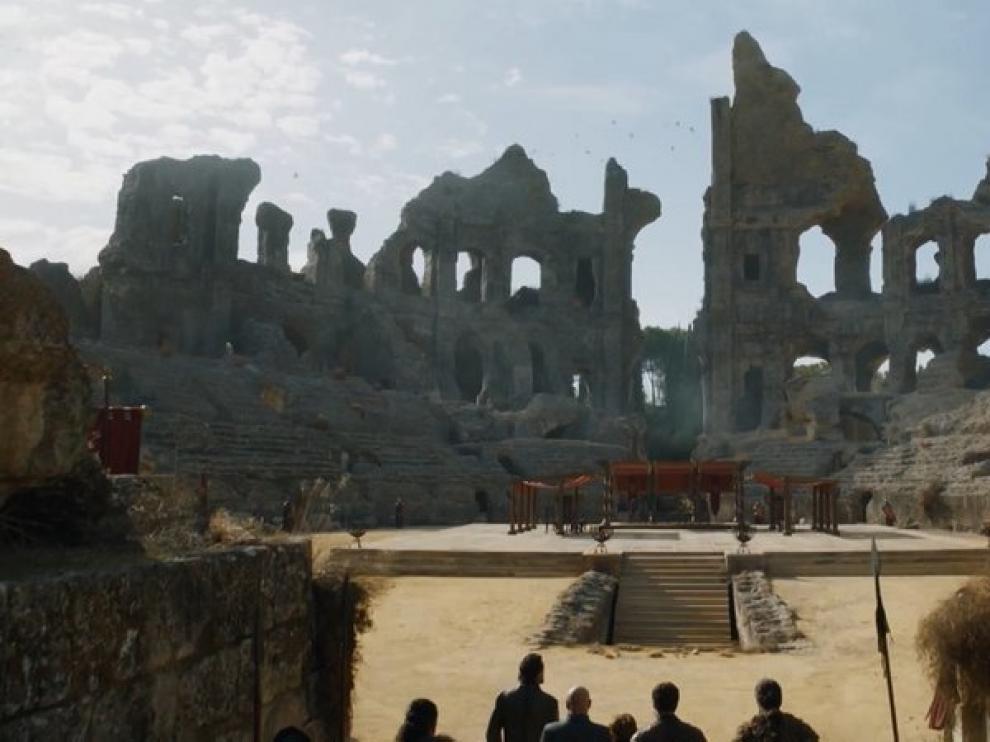 Escena en la que aparece el 'Foso de Dragones', rodada en las ruinas de Itálica.