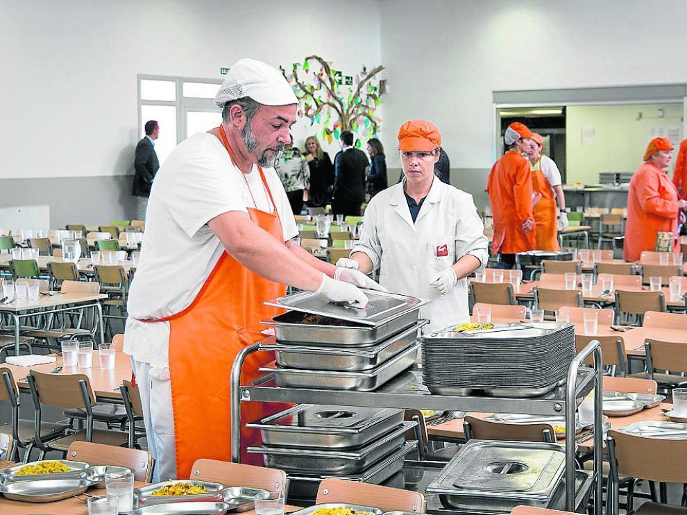Comedor del colegio Zaragoza Sur, que se ha transformado en un centro integrado, a principios de este curso