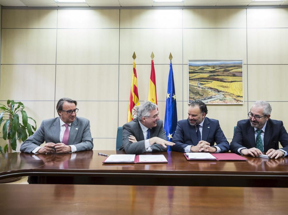 Jorge Díez, Joaquín Olona, Fernando de Yarza y José Andrés Nalda, este lunes, tras la firma del acuerdo de patrocinio