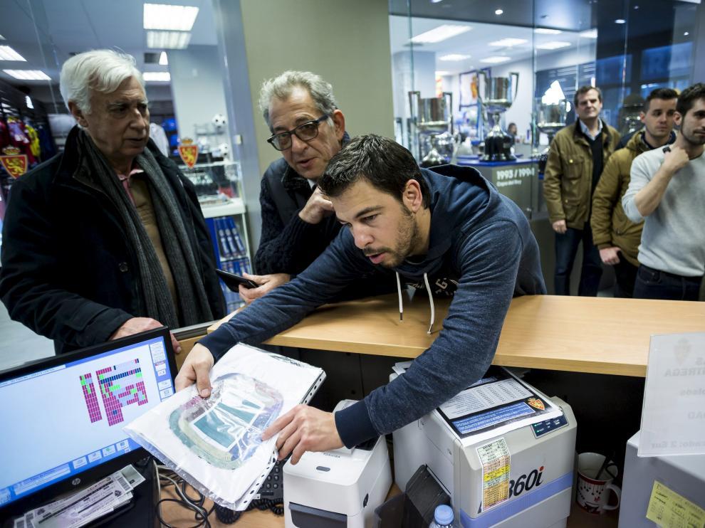 Un aficionado zaragocista elige la ubicación de sus localidades para el partido contra el Huesca