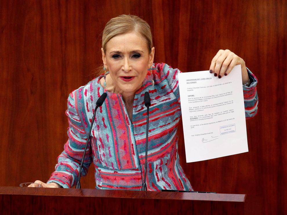 La presidenta madrileña Cristina Cifuentes en un momento de su comparecencia en el pleno extraordinario de la Asamblea de Madrid.