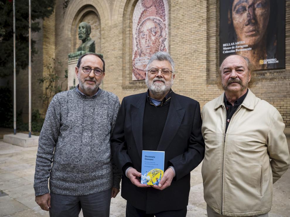 Fernando Morlanes, Juan Domínguez Lasierra y Eugenio Mateo presentaron en el Museo de Zaragoza el libro de Ángel Orensanz.