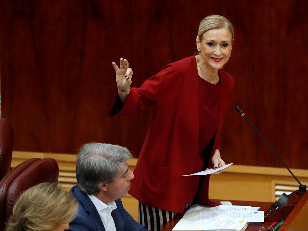 Cristina Cifuentes durante el pleno de este jueves en la Asamblea de Madrid.