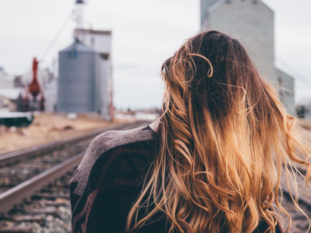 No es recomendable aplicar demasiados productos al pelo fino, pues se puede apelmazar más.