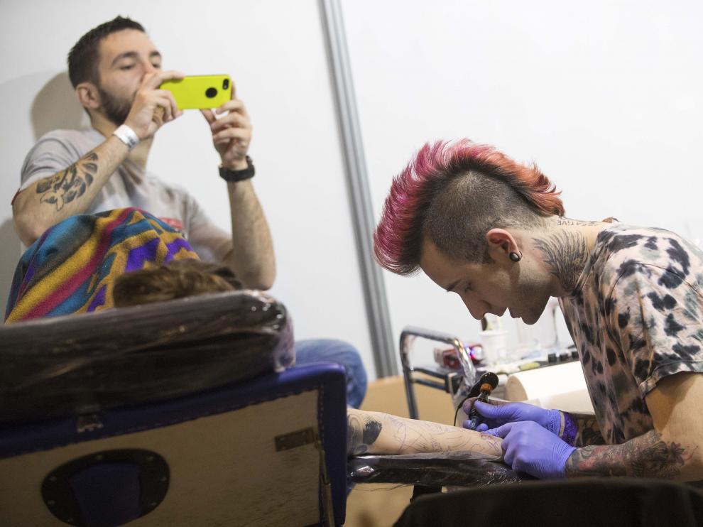 Los tatuajes invaden la Expo