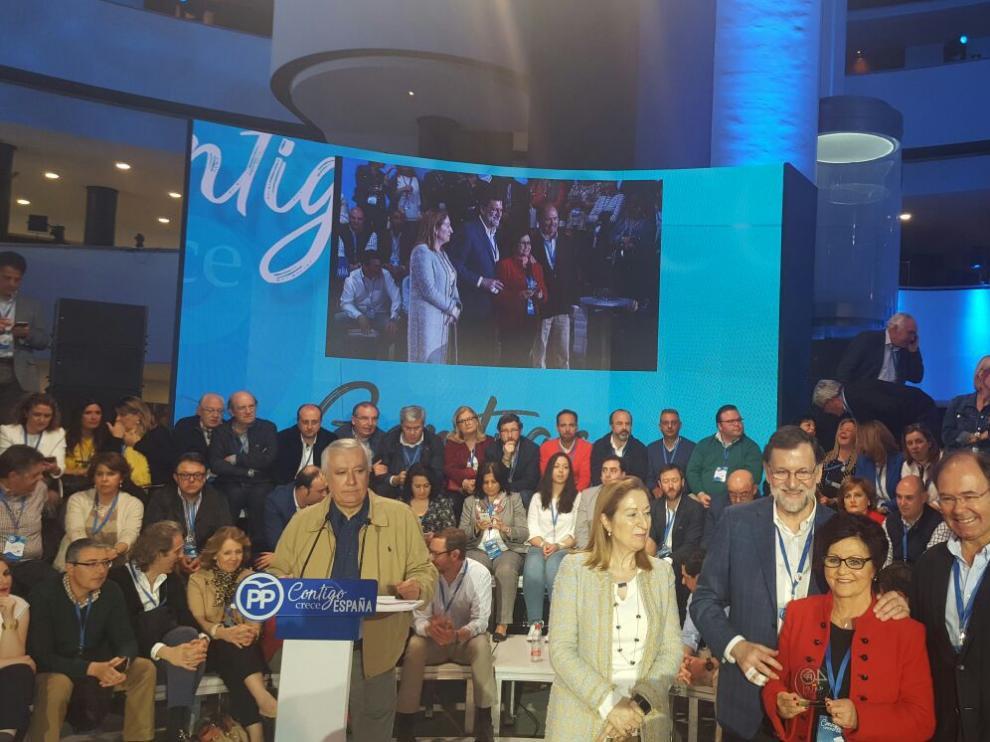 Convención Nacional del PP en la que a la alcaldesa de Peralta de Alcofea le entregaron uno de los premios 'Proyectos y Buenas Prácticas Municipales 2018'.