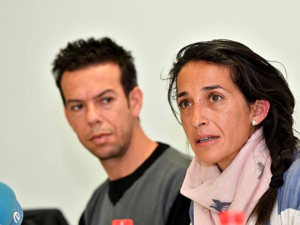 Los padres de Gabriel durante la rueda de prensa de este sábado tras conocerse los resultados de la autopsia.