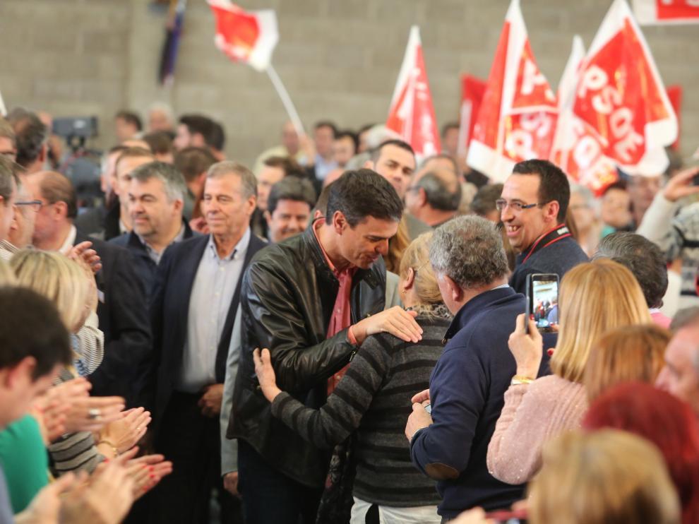 Pedro Sanchez durante la celebración del Día de la Rosa en Ayerbe.