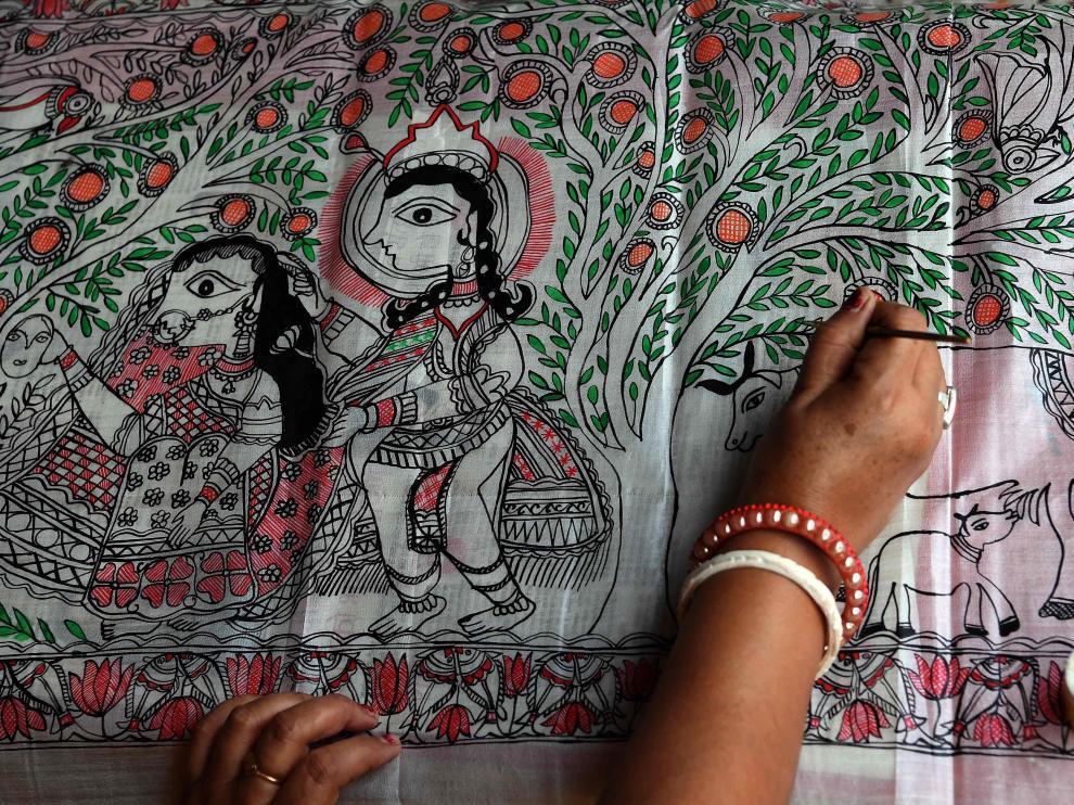 La pintura tradicional de una estación de tren india atrae a los turistas