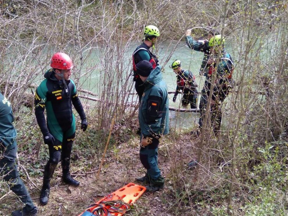 Tareas de búsqueda del grupo GEAS de la Guardia Civil en el río Vero.