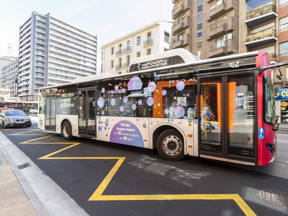 Uno de los buses eléctricos que ya se ven por las calles de Zaragoza en la línea 38.