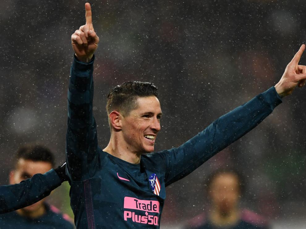 Fernando Torres celebra el gol que marcó en el partido de la Liga Europa entre el Atlético de Madrid y el Lokomotiv Moscow