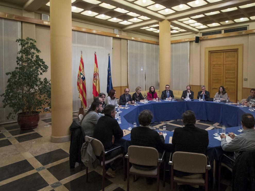 Una reunión del acuerdo de la Opel con el Gobierno de Aragón, la empresa y los sindicatos, el pasado enero
