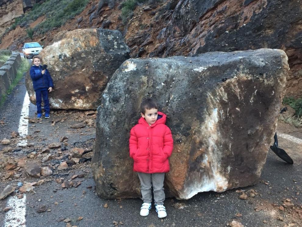 Dos de las rocas caídas tenían más de un metro y medio de altura