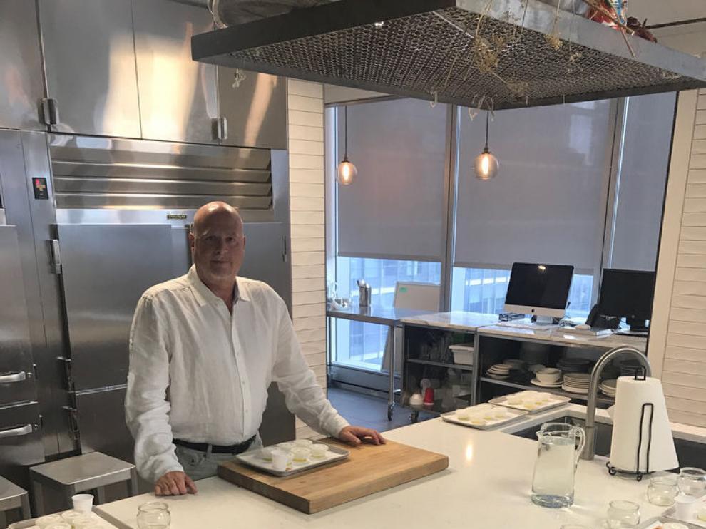 El experto David Neuman, preparado para una cata de aceite de oliva