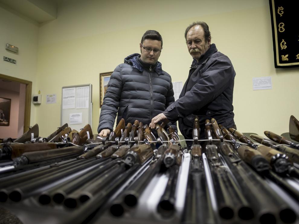 Exposición de armas en el acuartelamiento del Carmen.