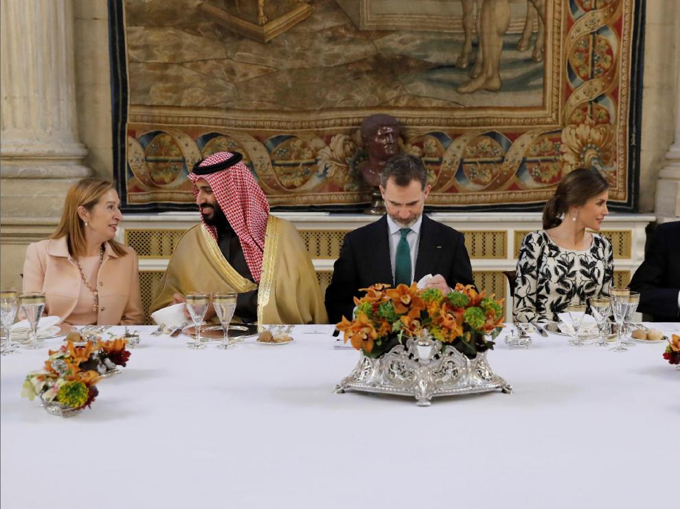 Los Reyes y el Gobierno agasajan al príncipe heredero saudí en el Palacio Real