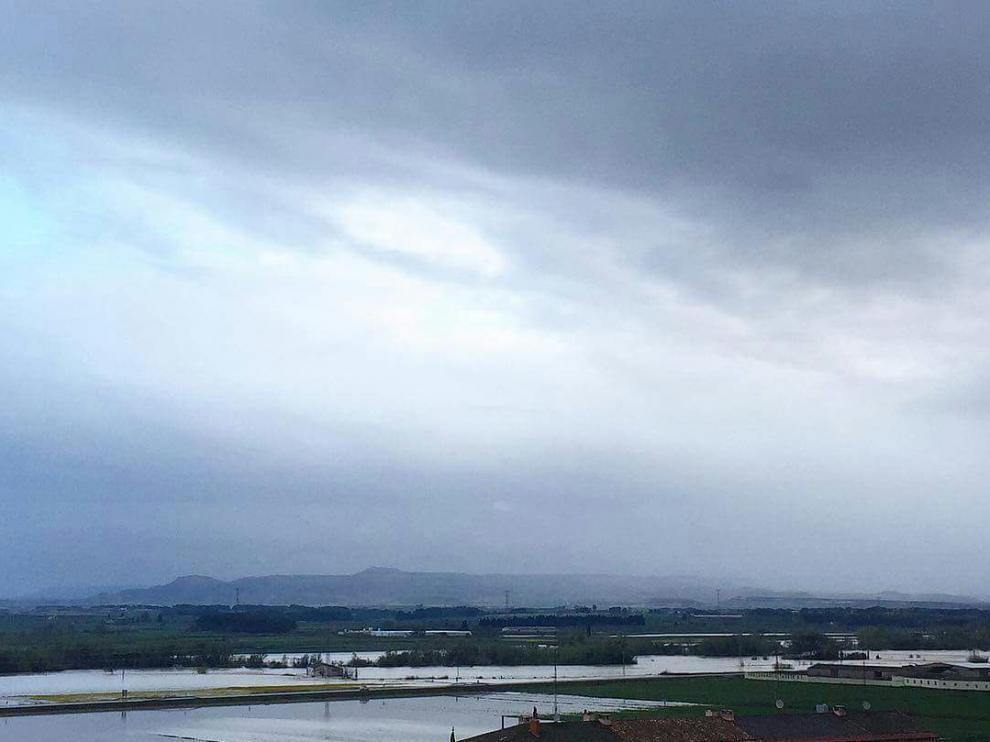 El río Arba, visto desde el casco urbano de Tauste.