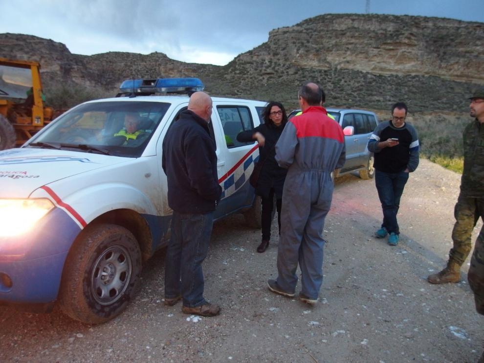 Visita de los concejales Alberto Cubero y Elena Giner a Alfocea durante la última riada.