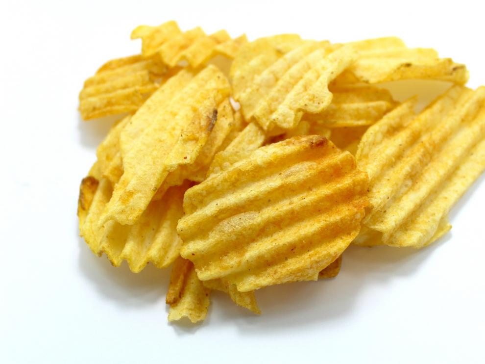 La patata es uno de los alimentos en los que al cocinarla se produce el compuesto de la acrilamida.