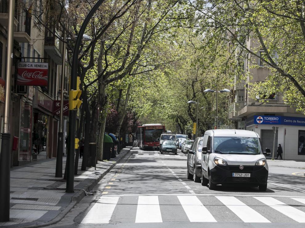 Los vecinos piden una reforma integral de la avenida.