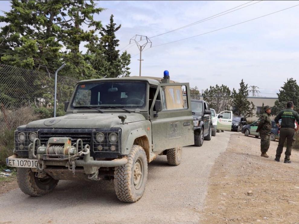 En marcha los convoyes a Alfocea, incomunicado por la crecida del Ebro