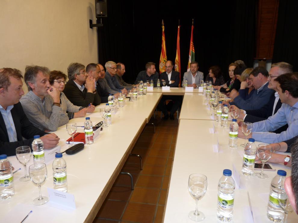 Lambán ha presidido la reunión en Sabiñánigo con responsables autonómicos, provinciales, comarcales y locales