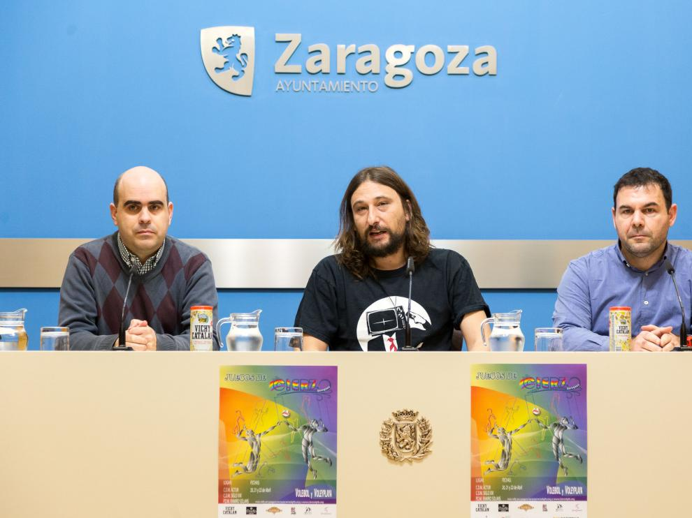 El concejal Pablo Híjar, en el centro, en la presentación de la cita deportiva.