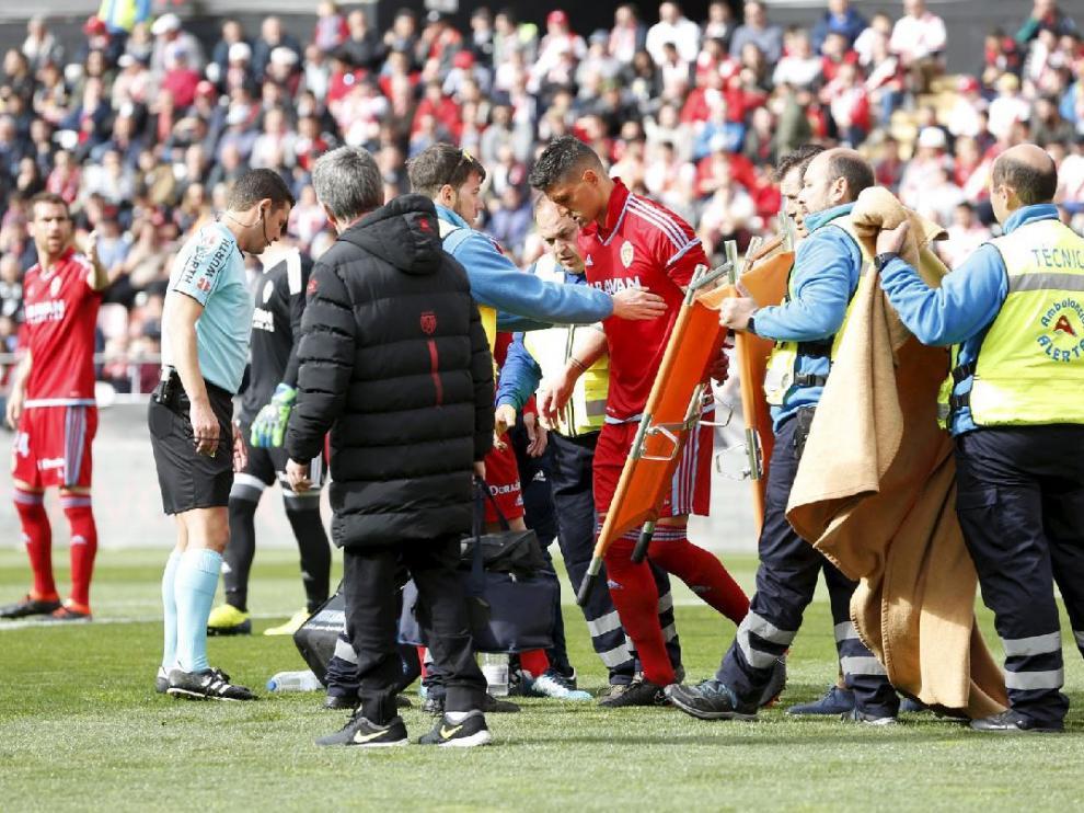 Grippo, antes de ser retirado en camilla en el partido del domingo pasado en Vallecas.