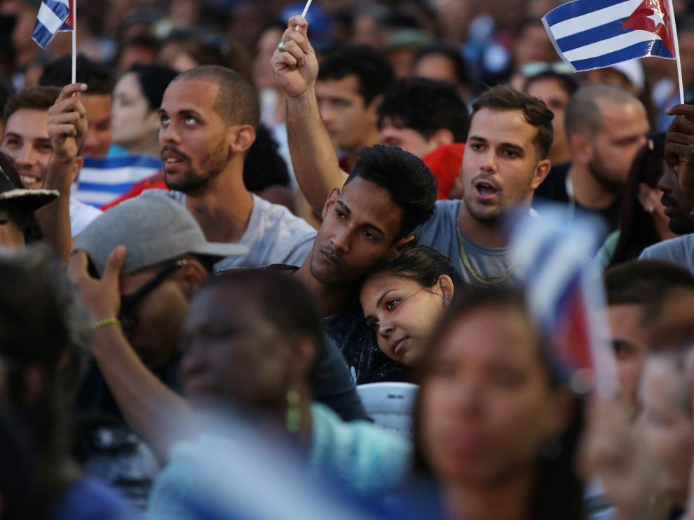 Jóvenes cubanos durante un acto político en La Habana.