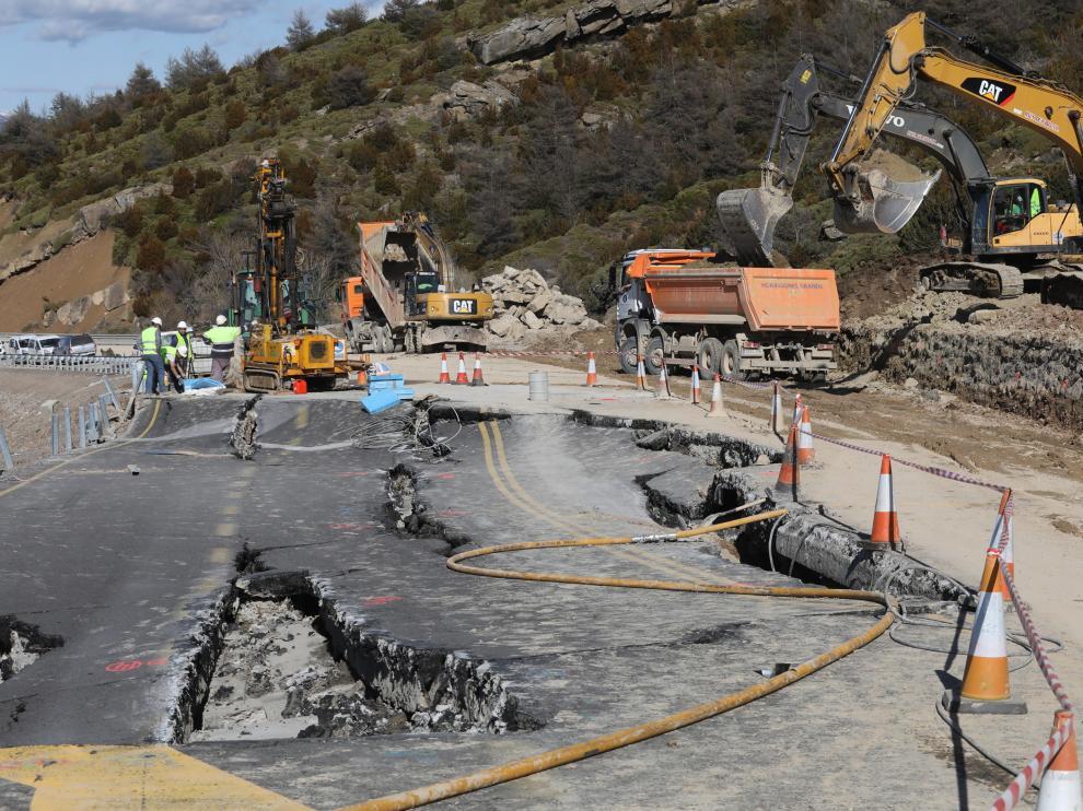 Construcción de desvío provisional en la N-330 para la reapertura del Monrepós.