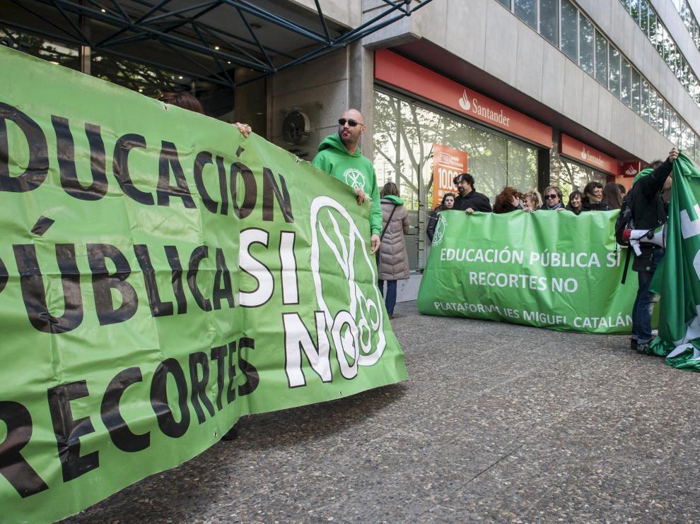 Un acto de la 'marea verde' organizado en Zaragoza en 2013.