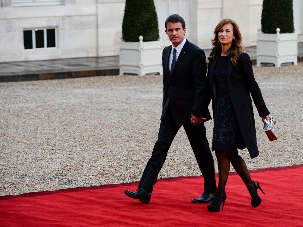 Manuel Valls junto a Anne Gravoin en una fotografía tomada en 2015.