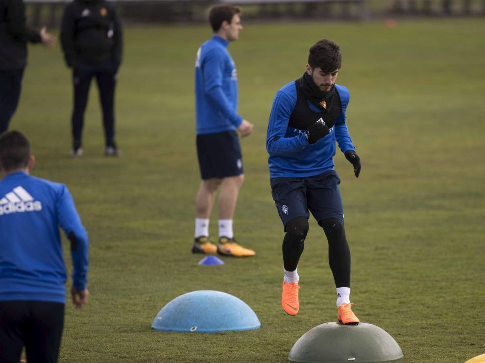 Papunashvili realiza un ejercicio en un entrenamiento del Real Zaragoza.