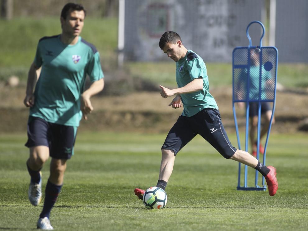 Gallar durante el entrenamiento que ha desarrollado este miércoles el Huesca en el Instituto Montearagón.