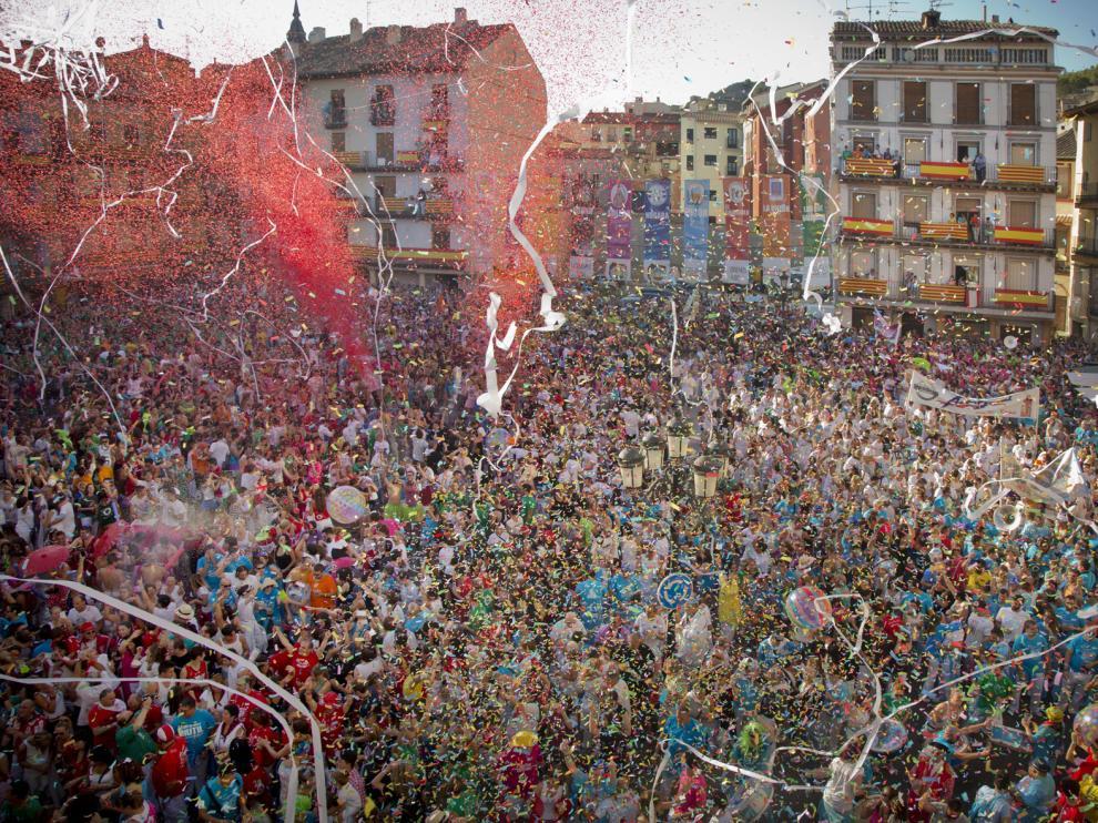 El chupinazo de Calatayud reunió el año pasado a cientos de peñistas.
