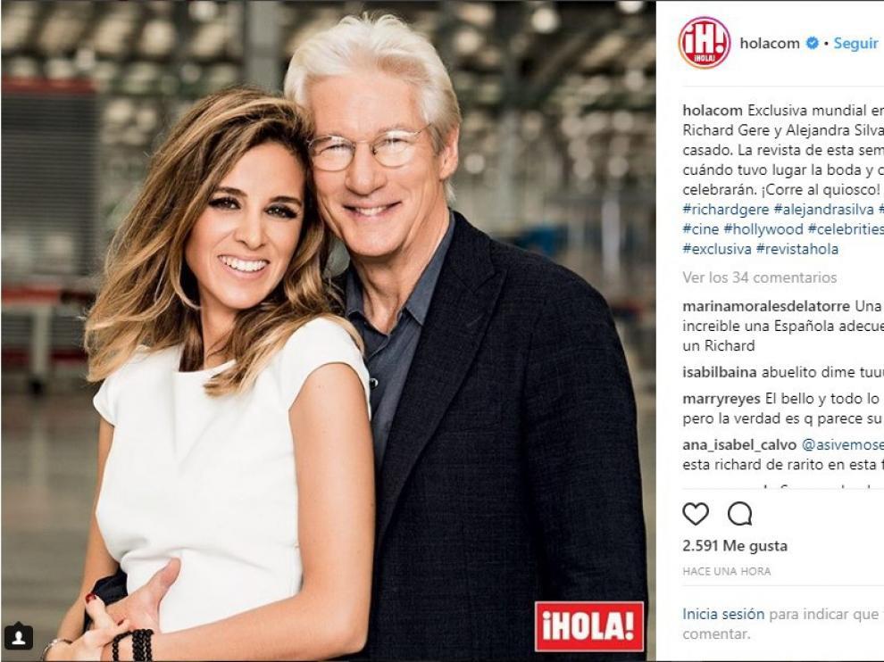En la imagen, la pareja posa muy sonriente.