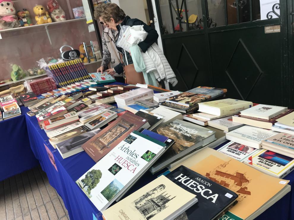 Mercadillo de libros recuperados de Cáritas en Huesca.