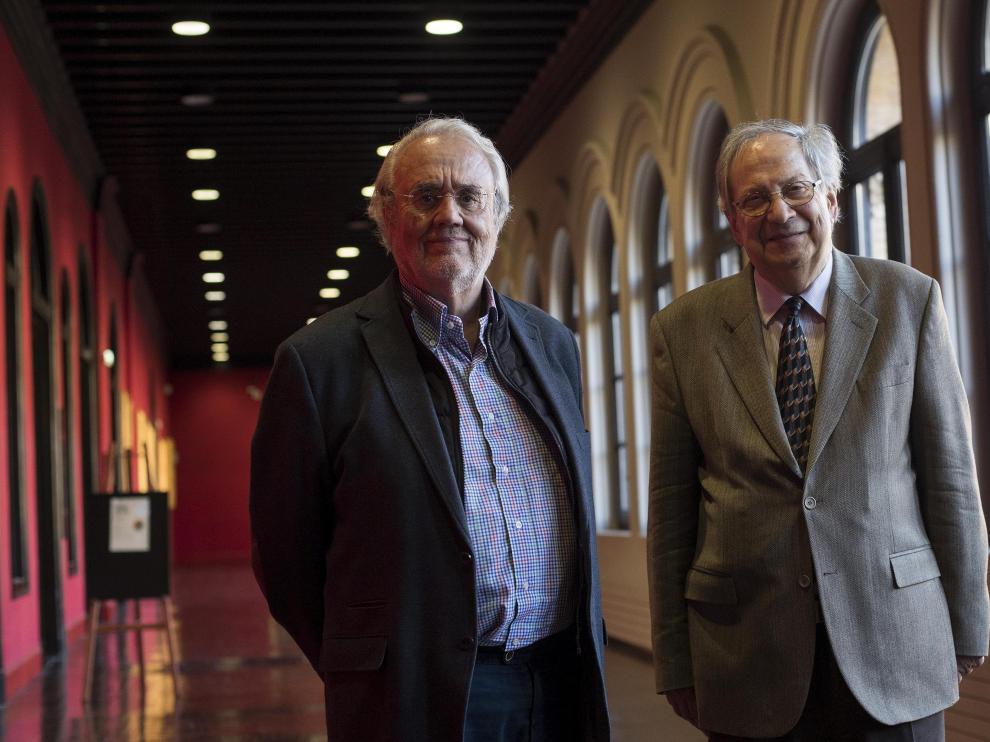 Manuel Gutiérrez Aragón y José-Carlos Mainer, este miércoles, en el Paraninfo de la Universidad.