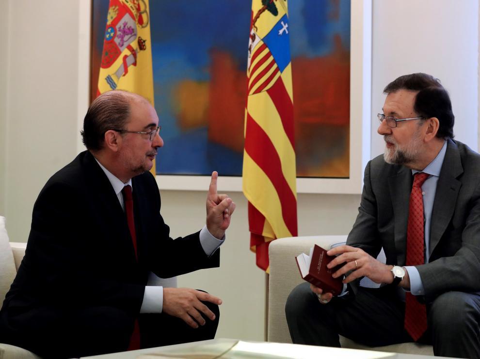 Javier Lambán, presidente de Aragón, y Mariano Rajoy, presidente del Gobierno en la Moncloa