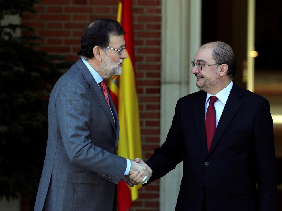El presidente del Gobierno Mariano Rajoy junto al presidente aragonés Javier Lambán.