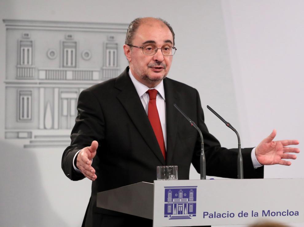 El presidente del Gobierno de Aragón, Javier Lambán, durante la rueda de prensa de este      miércoles.