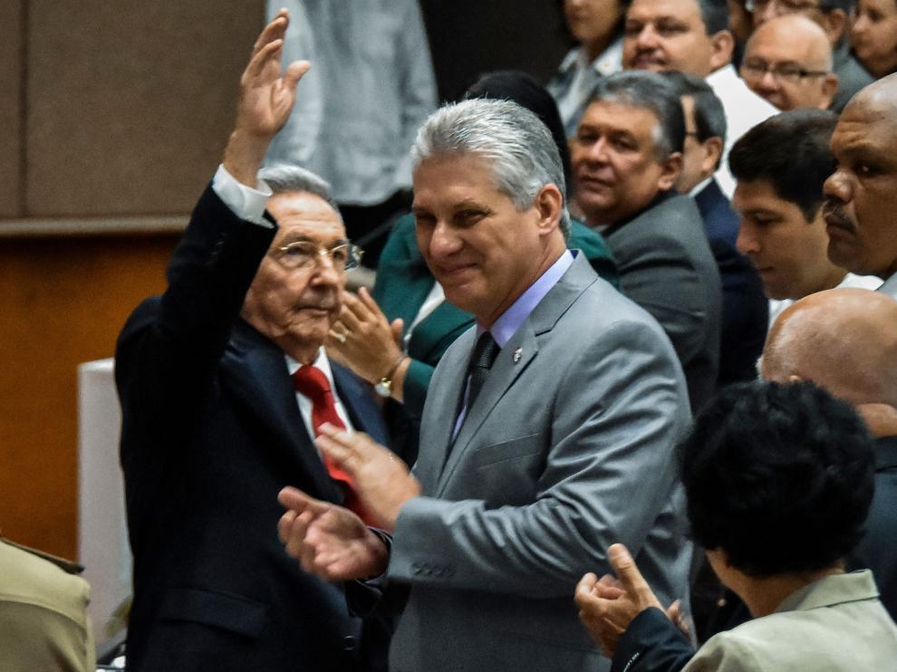 Díaz-Canel, junto a Raúl Castro, este miércoles en La Habana.