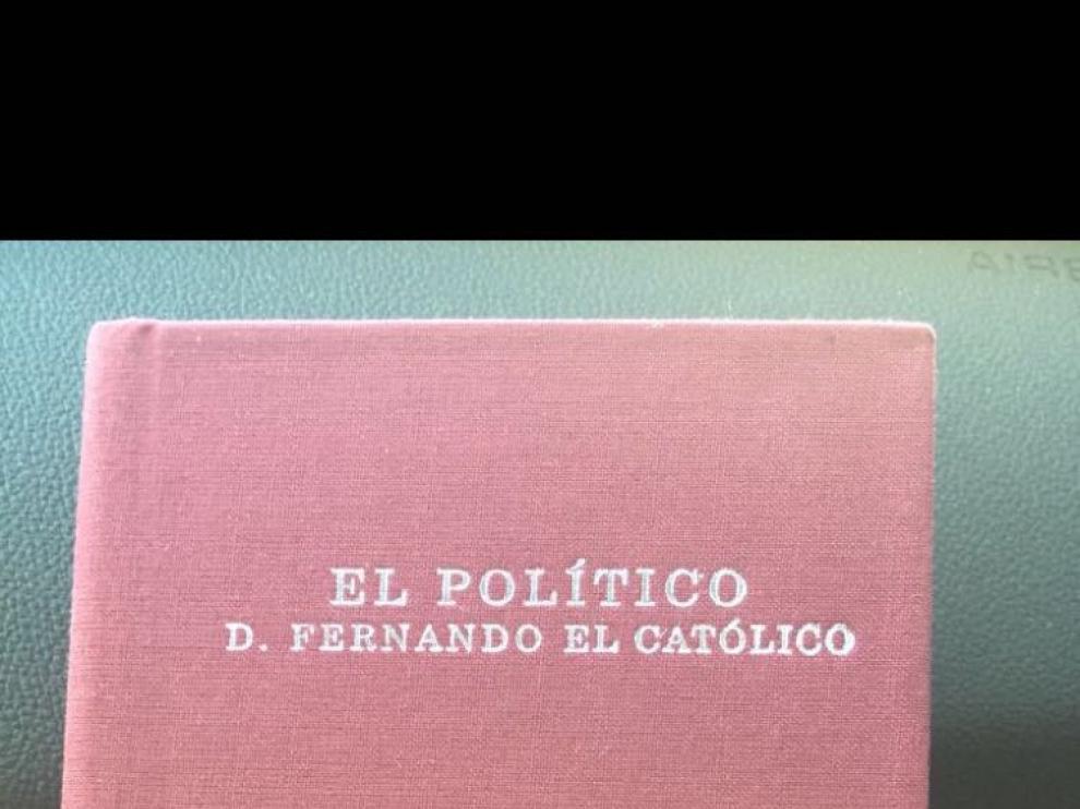 El libro que ha regalado Lambán al presidente del Gobierno