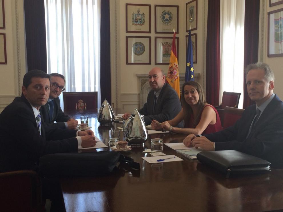 La delegación de la Diputación Provincial, con la secretaria de estado de Función Pública en Madrid.